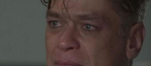 Arthur ficará arrasado depois de terminar com a ruivinha em 'Totalmente Demais'. (Reprodução/ TV Globo)