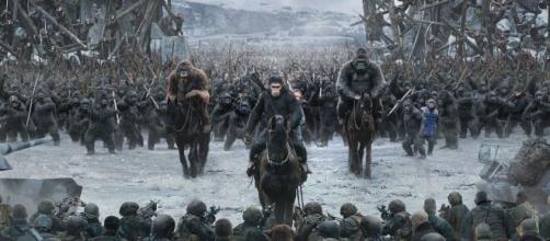 Cena do diálogo do líder dos macacos com o Exército humano. (Reprodução/YouTube)