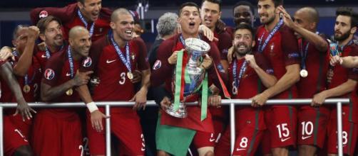 Em 2016, Portugal conquistava seu primeiro título apos bater a França na final por 1 a 0 pela Eurocopa. (Arquivo Blasting News).
