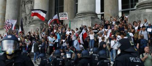 """Estupor en Alemania por el intento de """"toma"""" del Reichstag en la crisis del coronavirus"""