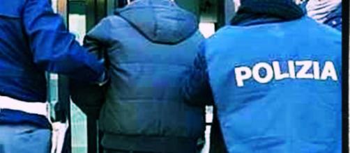 Il giovane è stato arrestato dalla Polizia.