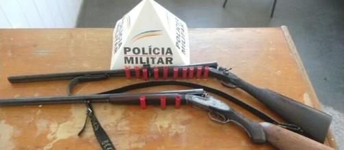Armas foram entregues à Polícia Militar. (Divulgação/Polícia Militar-MG)