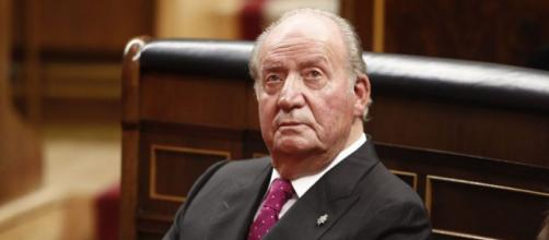 El rey emérito Juan Carlos anunció que abandonaba España, y con distintas ópticas la noticia fue publicada en los diarios del mundo.