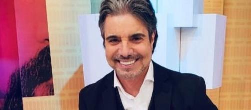 João Kleber é apresentador da RedeTV!. (Reprodução/RedeTV!)