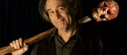 O diretor Joe Dante ficou famoso ao dirigir filmes clássicos como 'Gremlins' e 'Viagem Insólita'. (Arquivo Blasting News)
