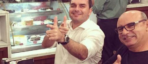Flávio Bolsonaro e o ex-assessor Fabrício Queiroz. (Arquivo Blasting News)