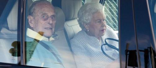 La reina y su esposo llegan a Escocia de vacaciones
