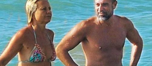 Pietro Delle Piane e Antonella Elia al mare.