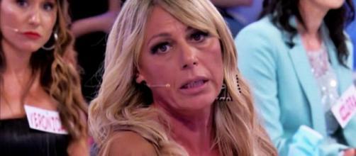 Uomini e Donne, la dama Aurora accusa di truffa Giordano Martelli: 'Delinquente, ometto'.