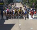 La volata di Andrea Bagioli nella prima tappa del Tour de l'Ain