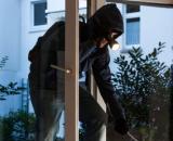 Vercelli: ladro tenta la fuga dal balcone ma precipita e perde la vita