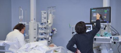 Bergamo, infermiere ruba bancomat a paziente Covid: prelevati 7.000 euro.
