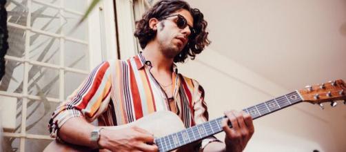 Daniele Barsanti il cantautore toscano di Le Commesse parla della sua carriera.