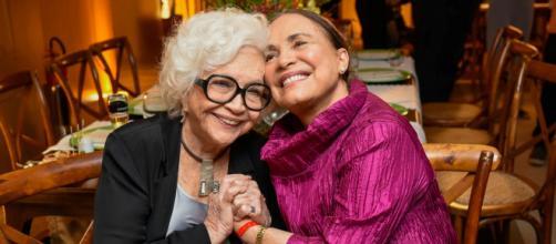 Nathalia Timberg ao lado de Regina Duarte. (Arquivo Blasting News)