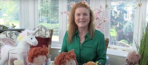 Sarah Ferguson hace felices a los niños contándoles cuentos