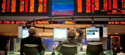 Insegurança com Maia e Bolsonaro faz Bolsa cair e dólar subir. (Arquivo Blasting News)