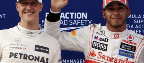 Michael Schumacher e Lewis Hamiton são os maiores campeões da Fórmula 1 de todos os tempos. (Arquivo Blasting News)