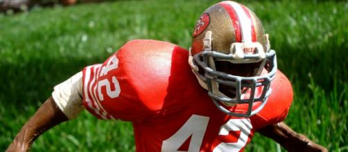 Ronnie Lott won four Super Bowls with the 49ers. [Image Source: Flickr | Travis Bickle55]