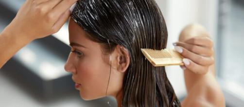 Seguir um cronograma capilar faz toda a diferença na saúde e beleza dos cabelos. (Arquivo Blasting News)