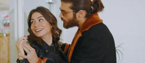 DayDreamer, trame turche: Sanem e Divit rendono pubblica la loro storia d'amore.