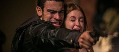 Eliza será salva pelo ex-namorado em 'Totalmente Demais'. (Reprodução/Globo).