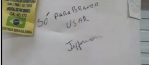 Funcionária teria escrito bilhete racista para outra. (Reprodução/TV Globo)