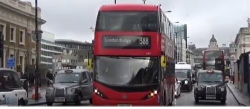 London Buses 2020-London Bridge Variety. [Image source/Soi Buakhao TV YouTube video]