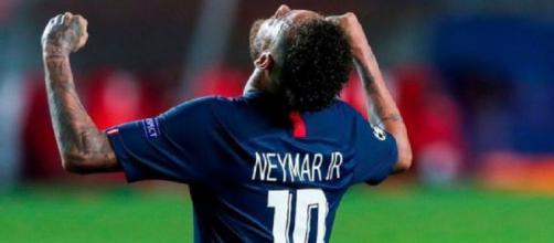 Neymar comemora gol pelo PSG. (Arquivo Blasting News)