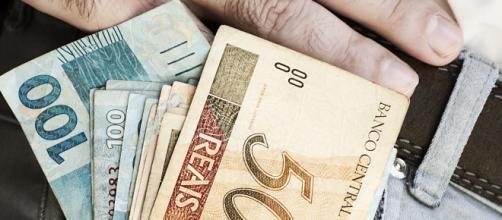 Proposta no orçamento do salário mínimo é R$ 22,00 mais alta do que o pago atualmente. (Arquivo Blasting News)