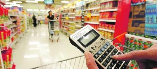 Economia no supermercado é necessário com a disparada dos preços (Arquivo Blasting News)