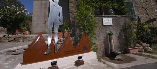 Il monumento dedicato a Marco Pantani a Poggio Murella nel grossetano.