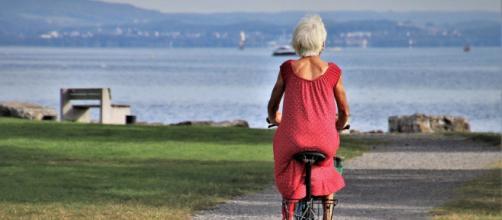Opzione donna: le regole per andare in pensione dai 58 anni (59 anni se autonome) con il ricalcolo contributivo