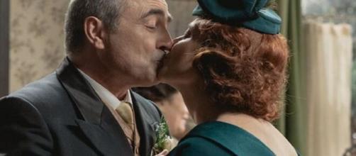 Una vita, trame Spagna: Ramon e Carmen diventano marito e moglie.