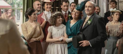Una vita, trame spagnole: Carmen e Ramon si sposano nella pensione di Fabiana.