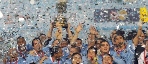 Em 2011 o Uruguai se consagrava o maior campeão da Copa América, após bater o Paraguai na final por 3 a 0. (Arquivo Blasting News)