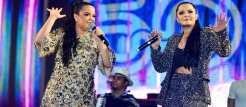 Maiara e Maraísa fazem live. *Reprodução/YouTube)