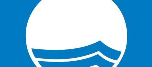 Bandiera Blu riconoscimento internazionale che certifica la sostenibilità ambientale.