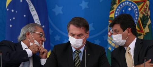 Planalto faz ofensiva sobre centrão para evitar aumento do auxílio. (Arquivo Blasting News)