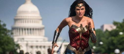 Wonder Woman 1984 se vuleve a posponer