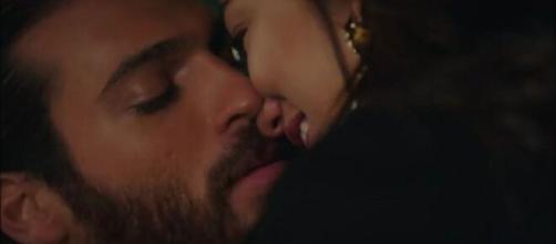 DayDreamer, spoiler turchi: Can e Sanem si scambiano un bacio intenso nella casetta nel bosco.