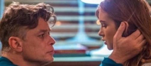 """Eliza e Arthur decidem viajar juntos em """"Totalmente Demais"""". (Reprodução/TV Globo)"""