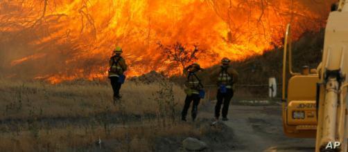 Incendios forestales en California causan miles de evacuados. - voanoticias.com