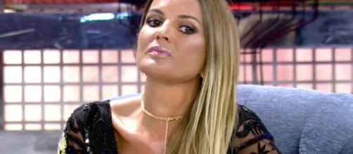 Marta López reaparece por sorpresa en el 'Deluxe', más altiva que nunca