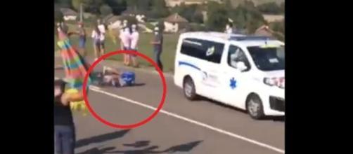 Al Tour de France Jungels è stato investito da un'ambulanza.