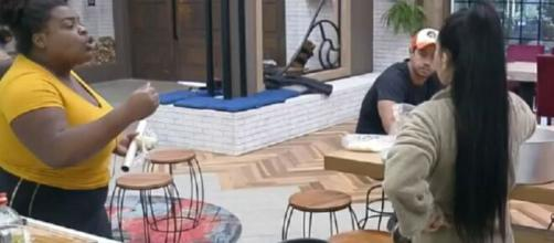 Jojô e Mirella discutem em 'A Fazenda 12'. (Reprodução/Record TV)