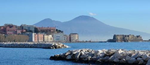 Napoli, movida violenta: sparatoria con feriti sul lungomare.