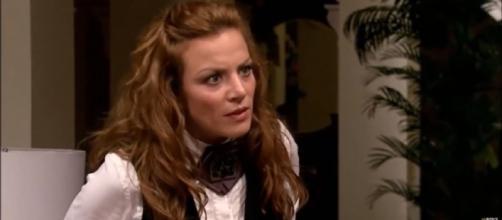 Renata descobre que Roberta e Matias irão se casar. (Reprodução/Televisa)