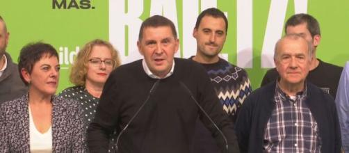 Representantes del partido Enbildu mostraron nuevamente su interés en participar en varias áreas de la política española. - eitb.eus