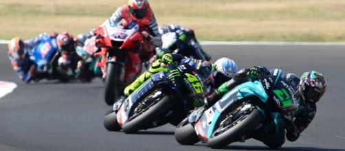 Morbidelli, Rossi, Bagnaia in azione sulla pista di Misano.
