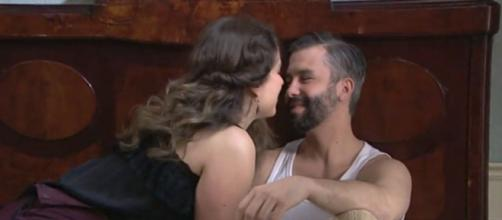 Spoiler Una vita: Genoveva e Felipe cedono alla passione.
